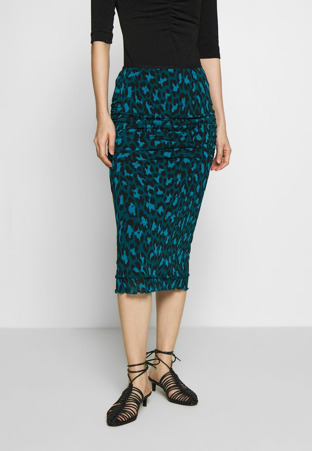 ELAINE - Pencil skirt - natural leopard simple evergrn