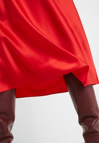 Diane von Furstenberg - EXCLUSIVE MAE SKIRT - A-line skirt - red - 3