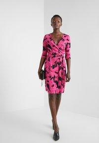 Diane von Furstenberg - NEW JULIAN TWO - Etui-jurk - camellias black - 1