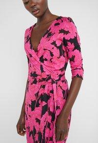 Diane von Furstenberg - NEW JULIAN TWO - Etui-jurk - camellias black - 5