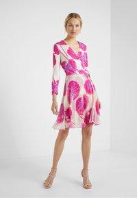 Diane von Furstenberg - IRINA DRESS - Korte jurk - almond - 0