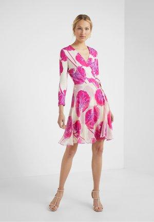IRINA DRESS - Korte jurk - almond