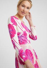 Diane von Furstenberg - IRINA DRESS - Korte jurk - almond - 3
