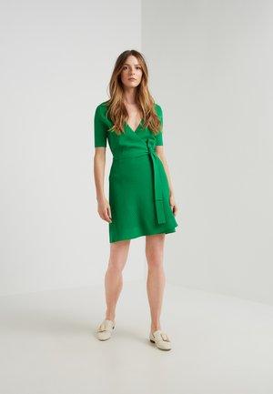 DELLA - Korte jurk - lawn