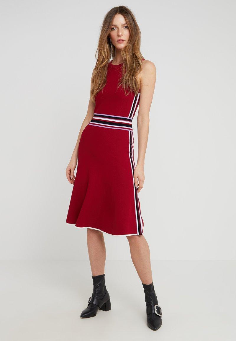 Diane von Furstenberg - ELSIE - Strikket kjole - sangria/multi