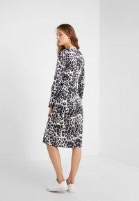 Diane von Furstenberg - ROSS - Korte jurk - heritage snow cheetah grey - 2