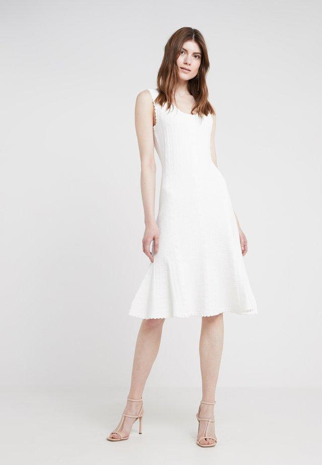 CLOVER - Stickad klänning - ivory