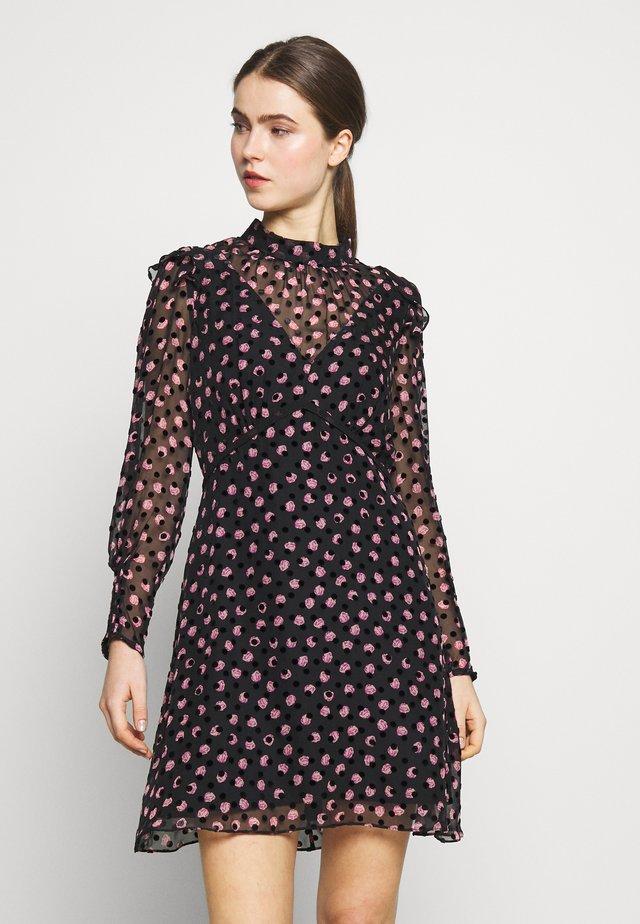 ELINOR - Vestido de cóctel - black/pink