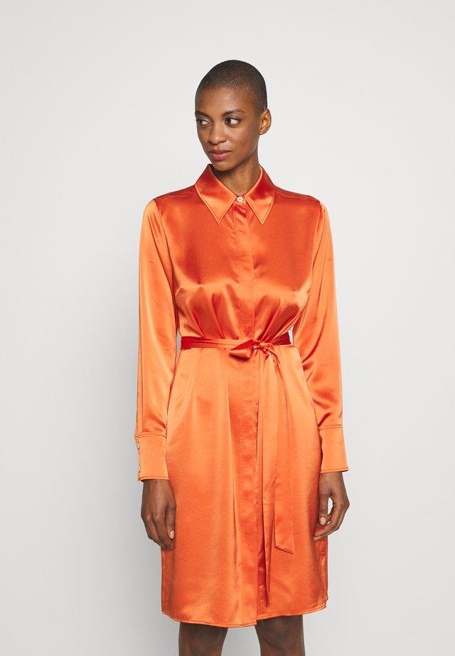 ZELLO - Skjortklänning - burnt orange