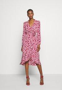Diane von Furstenberg - CARLA TWO - Korte jurk - daisies poinsettia - 1