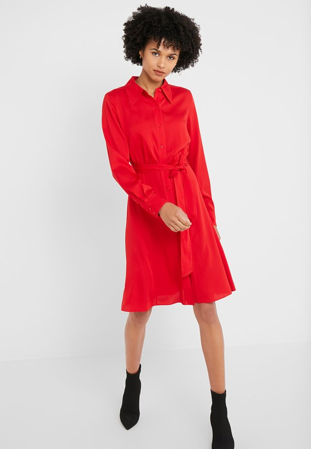 EXCLUSIVE DORY DRESS - Skjortekjole - red