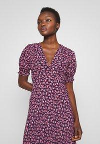 Diane von Furstenberg - IDRIS - Denní šaty - vines petal - 5