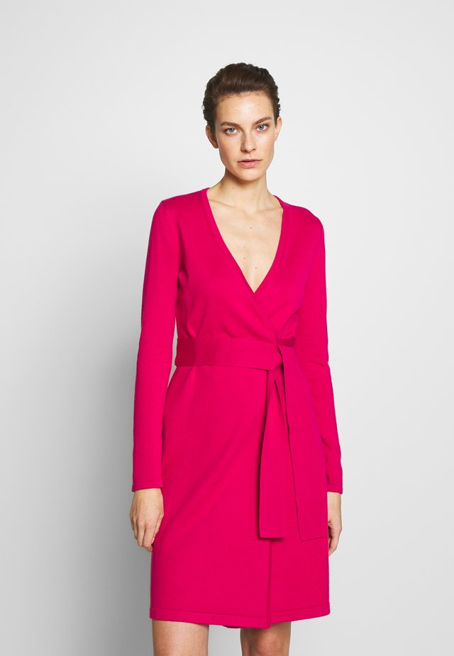 NEW LINDA - Gebreide jurk - magenta