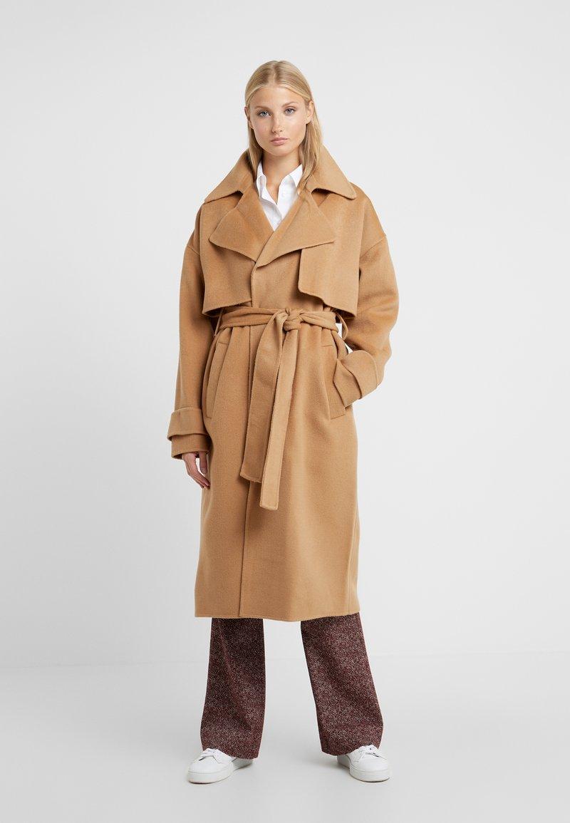 Diane von Furstenberg - fANN - Trenchcoat - camel