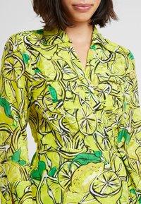 Diane von Furstenberg - COLLARED WRAP - Ranta-asusteet - sulfur - 5