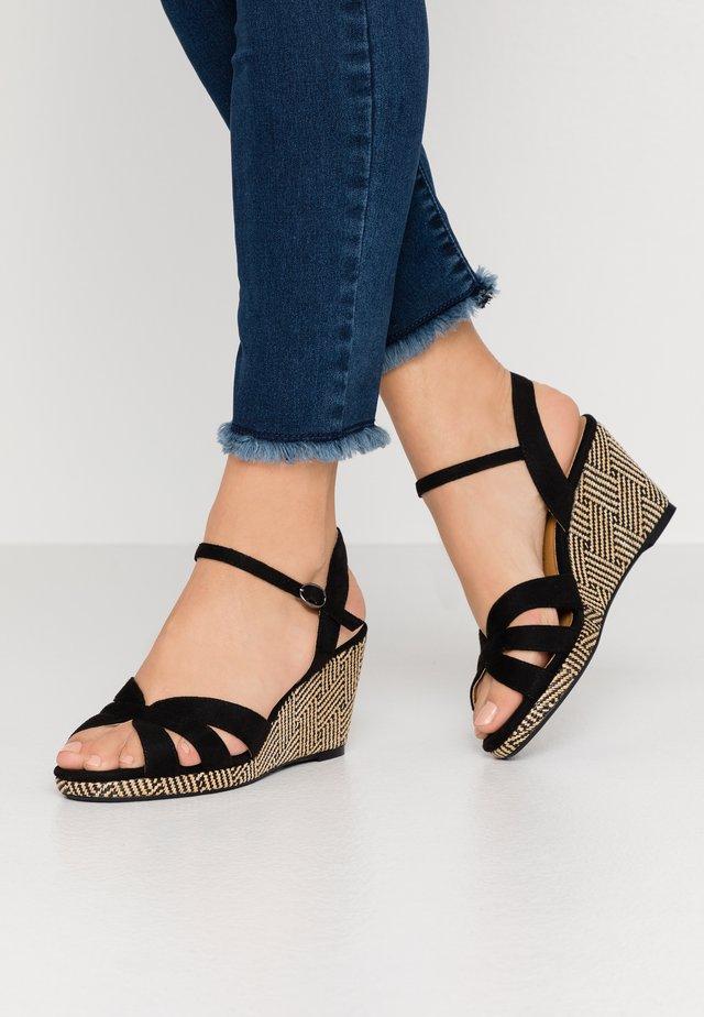Sandaletter med kilklack - noir