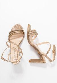 Divine Factory - Korolliset sandaalit - gold - 3