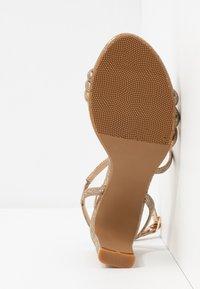 Divine Factory - Korolliset sandaalit - gold - 6
