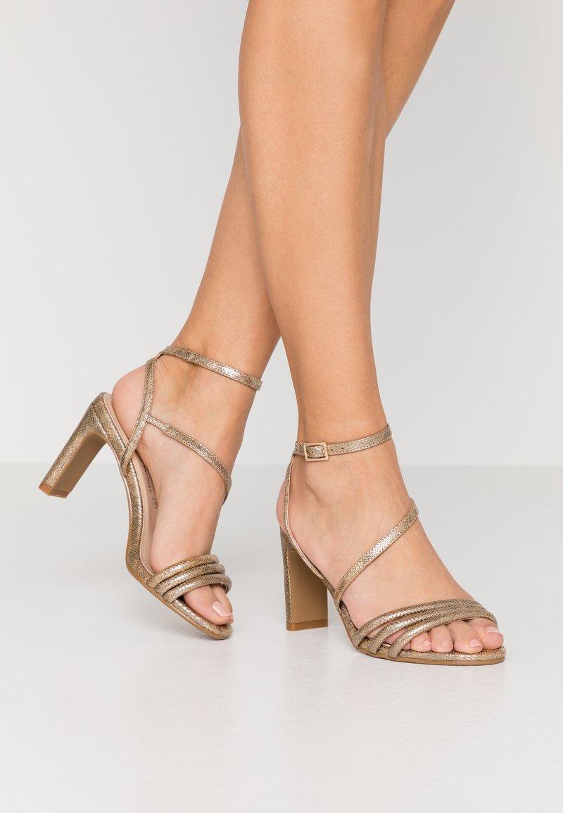 Divine Factory - Sandály na vysokém podpatku - gold