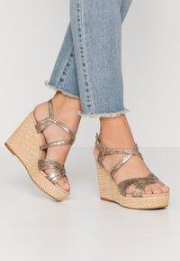 Divine Factory - Sandály na vysokém podpatku - gold - 0
