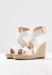 Divine Factory - Korolliset sandaalit - white - 4
