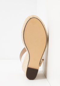 Divine Factory - Korolliset sandaalit - white - 6