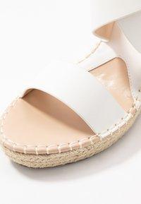 Divine Factory - Korolliset sandaalit - white - 2