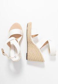 Divine Factory - Korolliset sandaalit - white - 3