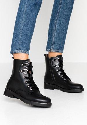 Šněrovací kotníkové boty - noir
