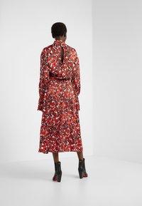 House of Dagmar - Koktejlové šaty/ šaty na párty - red flower - 2