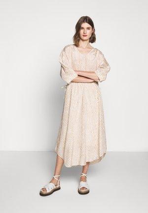 MISTY - Denní šaty - sand