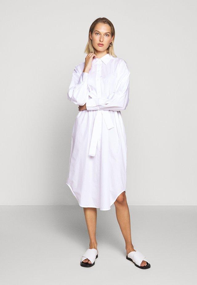 ELLIE - Skjortekjole - white