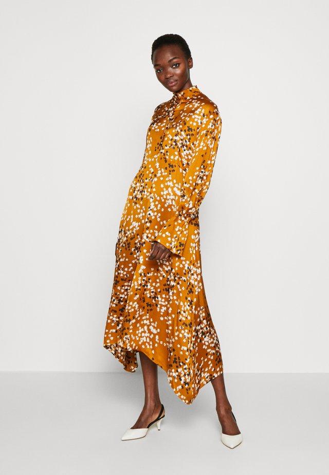 KIN - Sukienka koktajlowa - caramel