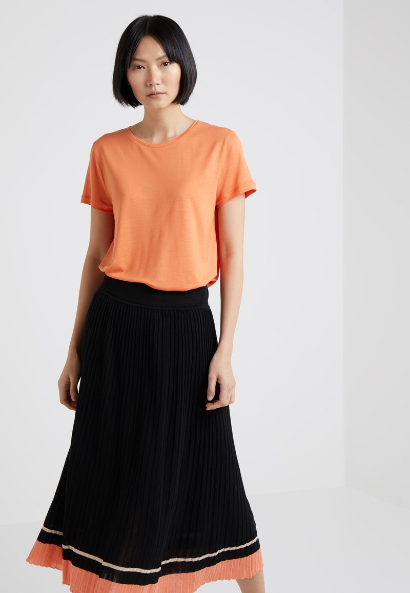 House of Dagmar - UPAMA - T-shirt basique - peach