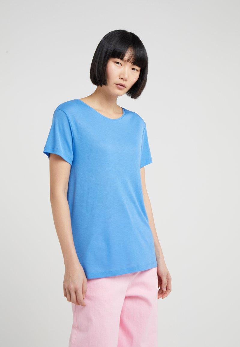 House of Dagmar - UPAMA - T-shirt basique - sky blue