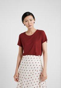 House of Dagmar - UPAMA - Basic T-shirt - burgundy - 0