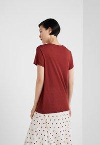 House of Dagmar - UPAMA - Basic T-shirt - burgundy - 2
