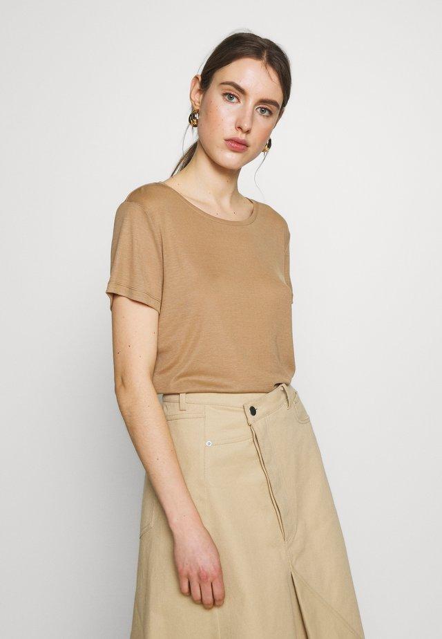 UPAMA - T-shirt - bas - sand