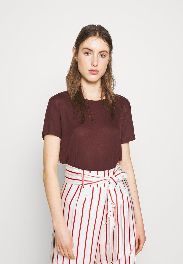 UPAMA - Basic T-shirt - chocolate