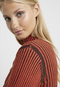House of Dagmar - KAROLINE - Pullover - red/black - 5