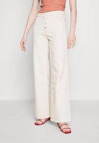 House of Dagmar - PEGGY - Flared jeans - ecru - 0