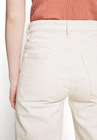 House of Dagmar - PEGGY - Flared jeans - ecru - 4