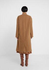 House of Dagmar - ALIDA - Zimní kabát - camel - 2