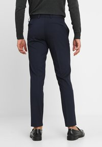 Isaac Dewhirst - BASIC PLAIN SUIT SLIM FIT - Garnitur - navy - 3