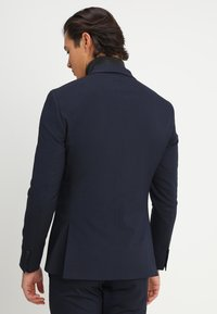 Isaac Dewhirst - BASIC PLAIN SUIT SLIM FIT - Garnitur - navy - 5