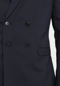 Isaac Dewhirst - DOUBLE BREASTED PLAIN SLIM FIT SUIT - Garnitur - navy - 11