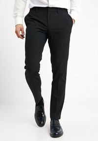 Isaac Dewhirst - BASIC PLAIN BLACK TUX SUIT SLIM FIT - Oblek - black - 4