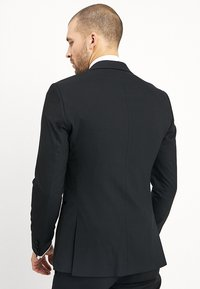 Isaac Dewhirst - BASIC PLAIN BLACK TUX SUIT SLIM FIT - Oblek - black - 3