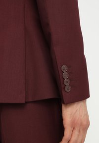 Isaac Dewhirst - FASHION SUIT SLIM FIT - Dress - bordeaux - 7