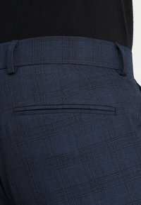 Isaac Dewhirst - FASHION CHECK SUIT - Completo - navy - 9